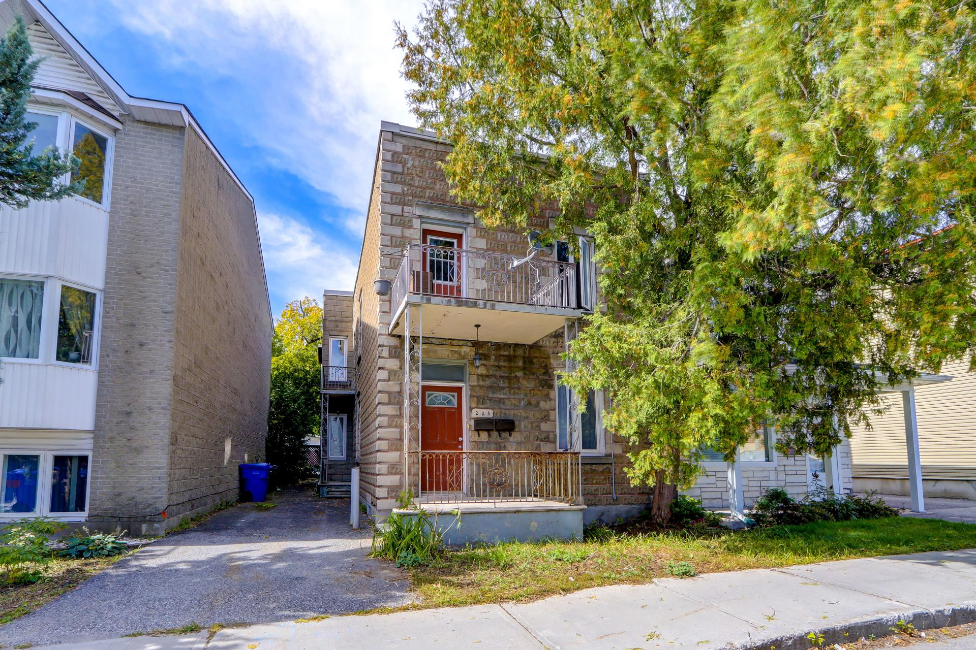 225Rue Laval