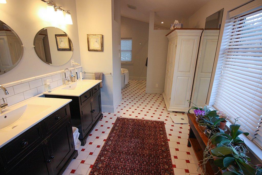 Ensuite bathroom